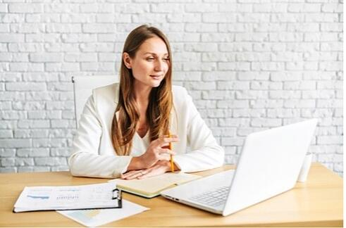 e-recruitment trends to watch in 2021, woman sitting at desk in front of laptop